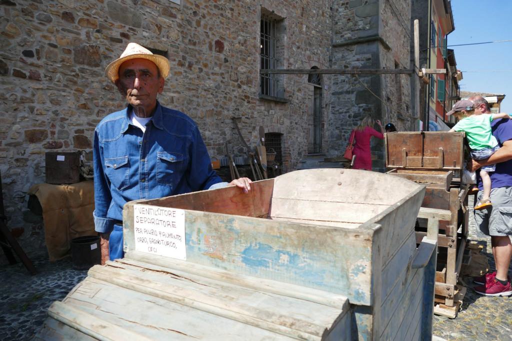 Fiera delle arti e dei mestieri il mugnaio Giuseppe Marchetti